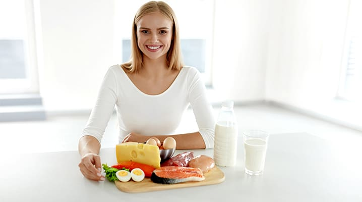 woman eating a keto friendly meal